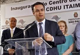 Dr. Fernando Padula : tres em um .